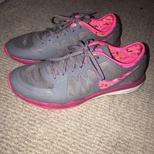 Nike dual fusion gray with camo pink